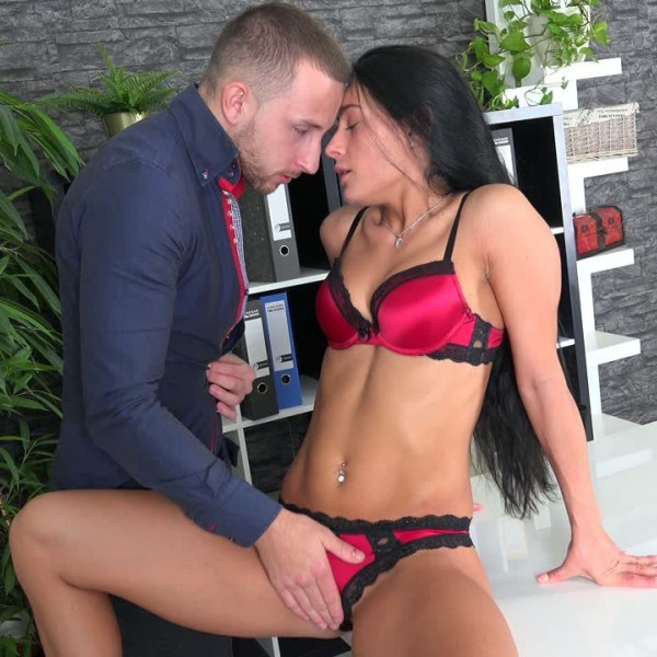 Lexi Dona fucked with her boss - Photo 4 / 16